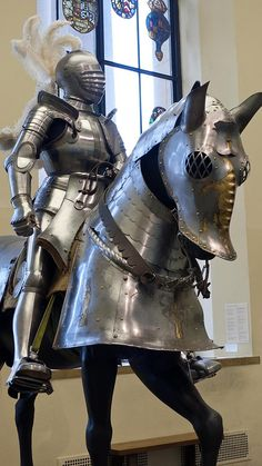 Field Armor of Duke Ulrich of Wurttemberg German 1507 CE embossed etched blued and gilded steel (2)