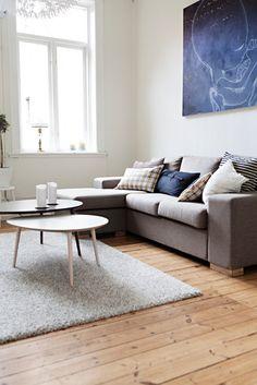 Cosy living room | © Fanny Hansson / Scandinav Bildbyrå #Interior #Design #Home #LivingRoom #Sofa #Window #White #Blue #Rug #House