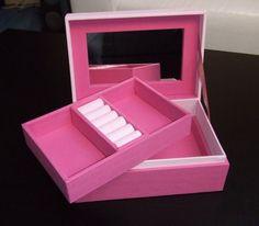 boite à bijoux rose ouverte