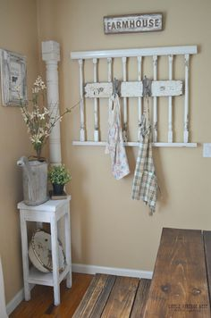 Vintage Decor Rustic Grandma's Front Porch Wall Hanging - Reused spindle ideas make wonderful additions to gardens and patios as well as indoor areas. Find creative designs and make your favorite! Casas Shabby Chic, Vintage Shabby Chic, Shabby Chic Homes, Shabby Chic Decor, Vintage Home Decor, Rustic Decor, Farmhouse Decor, Rustic Style, Porch Wall