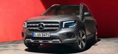The new Mercedes-Benz GLB shows character: With its striking SUV design and all the comfort highlights, it is a true SUV right down to the smallest detail. New Mercedes Amg, Mercedes Benz Cars, Compact Suv, Head Up Display, Trending Haircuts, Young Models, Amazing Cars, The Outsiders, Highlights