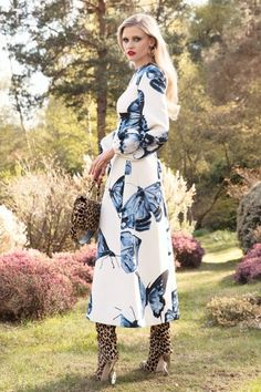 Brandon Maxwell Resort 2022 Collection - Vogue Fashion News, Fashion Beauty, Fashion Show, Fashion Design, Fashion Trends, Brandon Maxwell, Butterfly Dress, Tea Length Dresses, Vogue Australia