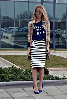 Black and white striped pencil skirt, navy graphic tee, navy heels, tan trench coat. don't really like the shoes with the outfit but everything else looks great Skirt Outfits, Dress Skirt, Robes D'oscar, Look Fashion, Autumn Fashion, Moda Xl, Stripes Fashion, Looks Style, Look Chic