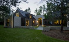 Location: Boulder, Colorado - Folly Farm is a contemporary expression of historic, additive farmhouse-style architecture. The energetic, creative clients wanted a contemporary design which was still… Farmhouse Architecture, Modern Farmhouse Exterior, Modern Farmhouse Decor, Farmhouse Design, Farmhouse Style, Architecture Design, Folly Farm, Design Exterior, Interior Design