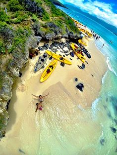 Los Angeles Man Takes a Stunning Shot of a Hawaiian Beach by Tossing a GoPro…