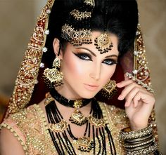 naeem khan makeup heavy look in gold and black