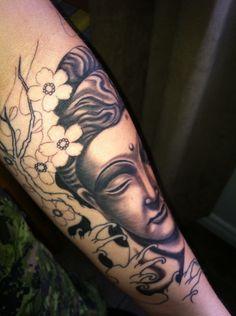 idee tattoo bouddha femme photorealiste fleur de cerisier