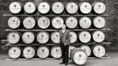 Jim Beveridge e barris de whisky de JOHN WALKER & SONS® PRIVATE COLLECTION