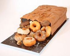 10 Amazing Cakes That Look Like Food