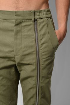 Waistband -- gathering at sides only JUUN.J Khaki Zip Trousers Fashion Pants, Mens Fashion, Men Trousers, Fashion Details, Fashion Design, Inspiration Mode, Pants Pattern, Overall, Men Casual