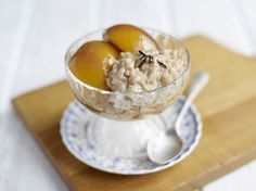 Today is the day to treat your taste buds to all the deliciousness of Earl Grey Rice Pudding with wine, Lemon and Vanilla Nectarines. This Earl Grey Rice Pudding by Amira features a healthy touch and a nutty aroma and authentic Basmati rice. Vegetarian Magazine, Vegetarian Cooking, Vegetarian Recipes, Rice Pudding Ingredients, Rice Pudding Recipes, Cake Decorating For Kids, Nectarine Recipes, Baking Recipes, Dessert Recipes