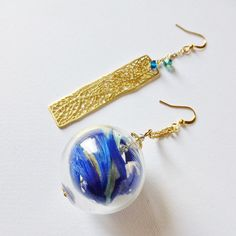 EMOR-21185 A pair of the asymmetric design of the earrings with Venetian glass and Natural feathers from Japan.