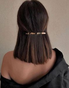 sleek short hair Best Picture For beauty art For Your Taste You are looking for something, and it is Hair Inspo, Hair Inspiration, Medium Hair Styles, Curly Hair Styles, Hair Styles Casual, Casual Updos For Medium Hair, Hair Medium, Medium Long, Pretty Hairstyles