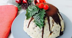 If you've left your Christmas Day dessert until the last minute, this easy frozen Christmas pudding is the perfect Aussie solution. Frozen Christmas, Christmas Deserts, Christmas Lunch, Christmas Pudding, Christmas Cooking, Christmas Recipes, Pudding Recipes, Dessert Recipes, Dessert Ideas
