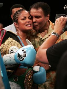 Laila Ali is kissed by her father, Muhammad Ali Layla Ali, Ufc, Boxe Fight, Muhammad Ali Boxing, Like Father Like Daughter, Float Like A Butterfly, Vintage Black Glamour, Boxing Champions, Sports Figures