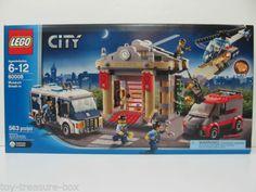 LEGO City Museum Break-in for sale online Light Brick, City Model, City Museum, Lego Toys, Lego Friends, Lego City, Baby Birthday, Lego Star Wars, Legos