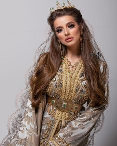How To Choose The Best Jewelry Stores To Buy From When it comes to buying jewelry, you may wonder wh Morrocan Wedding Dress, Moroccan Bride, Morrocan Kaftan, Moroccan Dress, Caftan Dress, Hijab Dress, Muslim Fashion, Hijab Fashion, Moroccan Jewelry