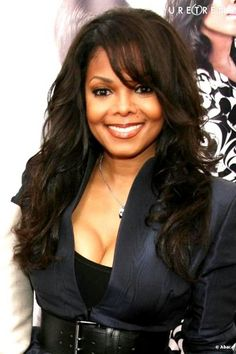 PHOTOS - Janet Jackson Glamor With This Hairstyle .- Janet Jackson is glamorous with this long and beautifully wavy afro hairstyle, which she customizes with long bangs on the side. Michael Jackson, Jo Jackson, Jackson Family, Christina Hendricks, Janet Jackson Unbreakable, Elizabeth Taylor, Mariah Carey, Britney Spears, African American Beauty
