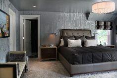 chambre à coucher adulte avec murs à effet métallique