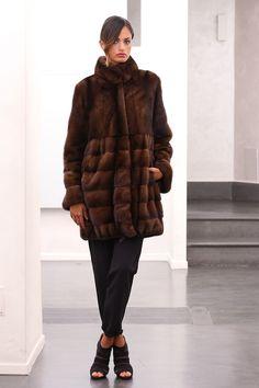 CAPPOTTO VISONE FUR COAT PELLICCIA PELZMANTEL JACKET NERZ MINK FOURRURE норки | eBay Fur Fashion, Womens Fashion, Fur Coats, Mink Fur, Mannequin, Comfy, Chic, Leather, Jackets