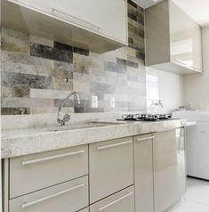 Modele de bucatarii mici si inguste amenajate modern Double Vanity, Kitchen Cabinets, House Ideas, Future, Home Decor, Cob House Kitchen, Houses, Future Tense, Decoration Home