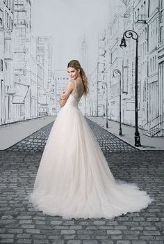 Browse beautiful Justin Alexander wedding dresses and find the perfect gown to suit your bridal style. Wedding Dresses Brisbane, Stunning Wedding Dresses, Justin Alexander Bridal, Dresses Online Australia, Formal Wedding, 2017 Wedding, Gown Wedding, Sophisticated Bride, Formal Gowns
