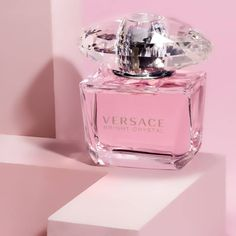 Perfume Scents, Perfume Ad, Perfume And Cologne, Perfume Versace Mujer, Perfumes Versace, Perfume Body Spray, Versace Bright Crystal, Best Lotion, Diy Gifts For Mom