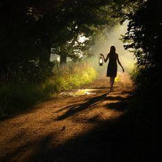Sigue caminando. Tomaste la mejor decisión, hasta que salgas de la obscuridad y encuentres la verdadera luz...