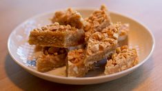 Peanøttkarameller Sweet Recipes, Cake Recipes, Peanut Candy, Norwegian Food, Types Of Cakes, Small Cake, Different Recipes, Baked Goods, Sweet Treats