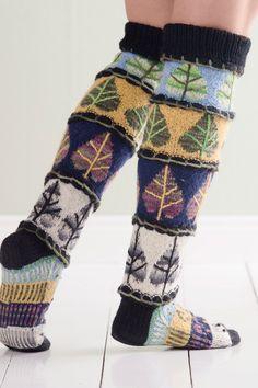 Kevät, kesä, syksy ja talvi vuorottelevat kauniisti näissä kirjoneulesukissa. Fair Isle Knitting, Knitting Socks, Knit Socks, Knitting Designs, Knitting Patterns, Knitting Ideas, Woolen Socks, Knit Leg Warmers, Winter Socks