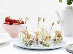 Glaasje met kruidige quinoa, granaatappel en gegrilde kip - Libelle Lekker Healthy Snacks, Healthy Recipes, Ras El Hanout, Grenade, Food Plating, Plating Ideas, High Tea, Tasty Dishes, Finger Food