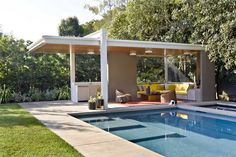 A pool house in Los Angeles by Bruce Bolander and Jamie Bush Co., a member of the Remodelista Architect/Design Directory. Best Picture For pool photos ideias For Your Taste You are looking for somethi Pool Cabana, My Pool, Outdoor Cabana, Outdoor Pavilion, Mid Century Ranch, Mid Century House, Outdoor Rooms, Outdoor Living, Outdoor Gardens