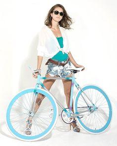 疾風!自転車! - Anybody know what kind of bike this. Fixi Bike, Bike Suit, Road Bike, Bicycle Women, Bicycle Girl, Fixed Gear Girl, Cycling Girls, Rain Jacket Women, Bike Style