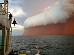Red Wave dust storm hit the coast of Western Australia Wednesday evening. No extreme damage has been reported. Red Wave dust storm hit the coast of Western Australia Wednesday evening. All Nature, Science And Nature, Amazing Nature, No Wave, Wave Boat, Natural Phenomena, Natural Disasters, Images Cools, Cool Pictures