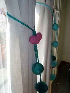 Nuevo Producto: Sujeta Cortina / Tulma ! Diy Curtains, Curtains With Blinds, Crochet Bunting, Curtain Ties, Crochet Kitchen, Ikat, Knit Crochet, Crochet Necklace, Sewing