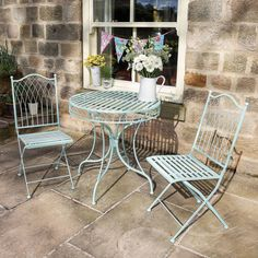 41 Trendy small patio table and chairs bistro set decks Wrought Iron Garden Furniture, Patio Furniture Sets, Furniture Ideas, Furniture Design, Metal Garden Chairs, Small Garden Table And Chairs, Furniture Logo, Furniture Removal, Retro Furniture