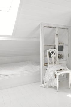 Cool old window room divider  (projects, crafts, DIY, do it yourself, interior design, home decor, fun, creative, uses, use, ideas, inspiration, 3R's, reduce, reuse, recycle, used, upcycle, repurpose, handmade, homemade, materials, create, white, bedroom, chair, bed, separator, wall, glass, frame)