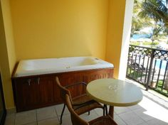 Ocean Coral & Turquesa: Jacuzzi on balcony w/ upgrade