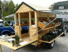 LOVE this little mobile vegetable stand! If I ever grow a garden big enough to sell some of it's produce this seems like a pretty ideal set up! (Copyright Four Season Farm) (modify for a craft stand) Farmers Market Display, Market Displays, Farmers Market Stands, Jardin Decor, Vegetable Stand, Gazebos, Produce Stand, Future Farms, Mobile Shop
