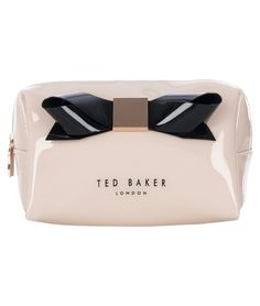 This Kace bag with the iconic Ted Baker bow is perfect to keep your make-up handy. With an inner lining and impeccably clean surface, you'll want to show off this pretty pink piece!