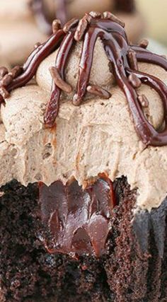 Baileys Chocolate Cupcakes ~ A moist chocolate cupcake, Baileys chocolate ganache filling and Baileys frosting... These cupcakes are delicious!