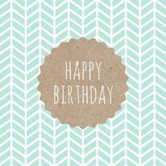 Verjaardagskaart met een eigentijds / trendy patroon in een pastel kleur en een afbeelding van karton structuur. Met de tekst: Happy Birthday.  Design: Kalma design  Te vinden op: www.kaartje2go.nl
