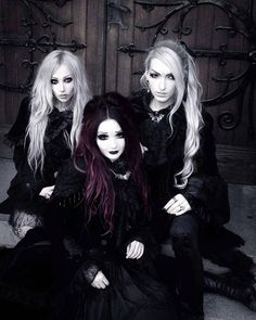 A page were you can see that goth can still mean beautiful . A place to be Goth and proud. Dark Fashion, Gothic Fashion, Fashion Tips, Women's Fashion, Goth Beauty, Dark Beauty, Gothic Images, Gothic Art, Corporate Goth