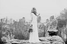 #Heiraten kann man übrigens auch bei uns. Dann könnt ihr solche tollen Hochzeitsfotos schießen wie diese hier von @zokafotosessions .  Konzept: @yes_darling_weddinginspiration Blumen: @zauberhaft_floristik Schmuck: @corinnaaurelia Kleid: @fraeulein.liebe  #vsco #hochzeit #livefolk #justgoshoot #liveauthentic #love #zokafotosessions #braut #flowers #vscophile #lookista #instamood #heiraten #Mountains #vscogood #ink361 #bestofvsco #visualfolk #lifefolk #photooftheday #instadaily…