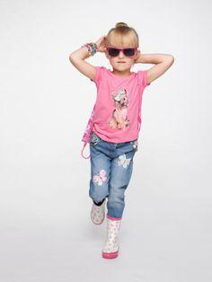 Jeansy dla dziewczynki z kolorowymi naszywkami w kształcie motyli. Happy Kids