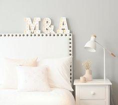 Letreiros Luminosos ou marquee lights #camilaliradecoredesign #letreirosluminosos #marqueelights #inspirações #inspirations #dicas #ideias #arquiteturadeinteriores #designdeinteriores #decoração #decor #decoration #decorating #ambientação #design #instadecor #instahome #interiorstyling #interiorsdesign #interiors #interiores #homedesign #decorlovers #coolreference #details #furniture #homedecor #homedecoration #estilo #style