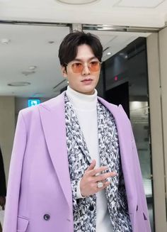 Who says pink colour dosent suit to boys but I see it only suits too lee min ho my love❤❤❤ Legend Of The Blue Sea Wallpaper, Lee Min Ho Funny, Heo Joon Jae, Lee Min Ho Kdrama, Straight Nose, Stylish Mens Outfits, Lee Jong Suk, Boys Over Flowers, Minho