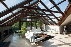 Jare dom to projekt, który powstał poprzez obrót osi dachu o 20° w stosunku do podłużnej osi domu.