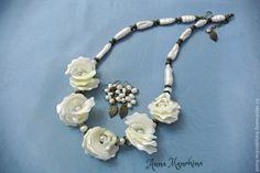 """Купить Колье """"Белые розы"""" перламутр, жемчуг - белый, колье розы, белые розы"""