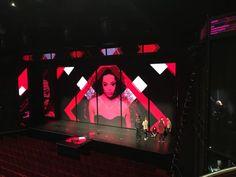 Romy op de LED screens in The Bodyguard